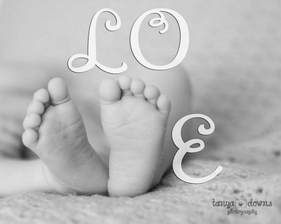 Newborn feet.  Sweet newborn photography.  Jana »