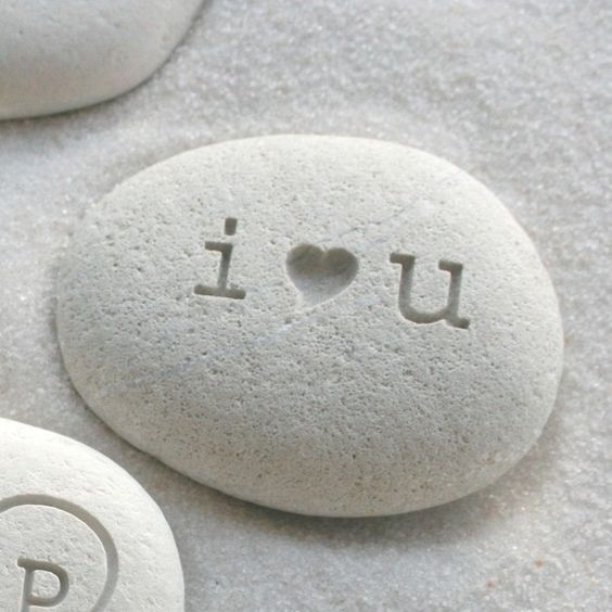 I love you engraved beach stone Petite love stone von sjengraving