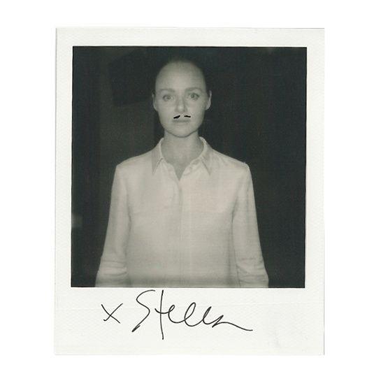 Stella McCartney, le 30 septembre 2013 à Paris http://www.vogue.fr/mode/news-mode/diaporama/portraits-de-createurs-au-polaroid-instantanes-de-fashion-week-printemps-ete-2014-olivier-rousteing-jean-paul-gaultier-alber-elbaz/15561/image/869248#!stella-mccartney-le-30-septembre-2013-a-paris