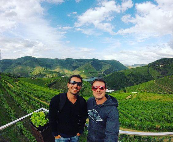 Hoje fomos a região do Douro uma das principais regiões produtoras de vinho do mundo e tivemos a oportunidade de conhecer um pouco mais sobre o vinho do Porto.... A eurotrip está chegando ao fim e não poderia deixar de agradecer ao meu grande parceiro de viagem que foi essencial para que essa viagem fosse espetacular #douro #douroriver #portugal #eurotrip2016 #acabanao by dilo_diego