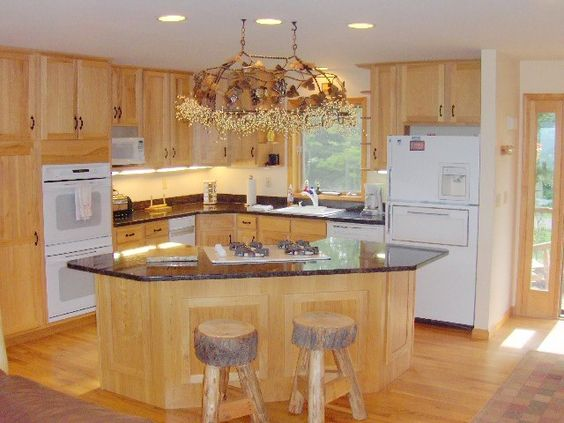 Kitchen island with cooktop gourmet kitchen double for Gourmet kitchen island