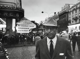 Georges Simenon foi um escritor belga de língua francesa. Foi um romancista de uma fecundidade extraordinária: escreveu 192 romances, 158 novelas, alem de obras autobiográficas e numerosos artigos