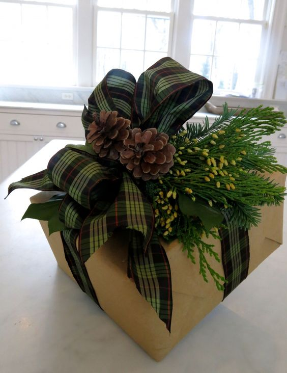 Gorgeous Christmas gift wrap design/look—love it❣ The brown paper • plaid ribbon • greenery • pinecones are perfect together❣ Carolyne Roehm:
