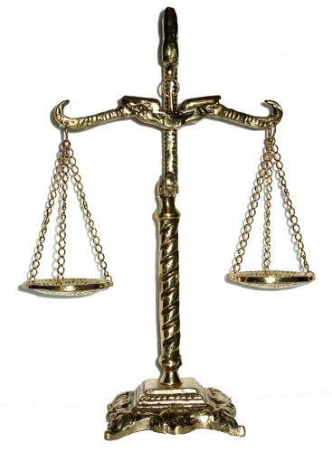 balança da justiça - deusa da justiça - direito - presente: