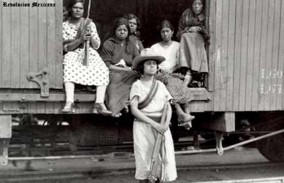 Soldaderas adelitas en la Revolucion Mexicana ,,,,, en un vagon de tren