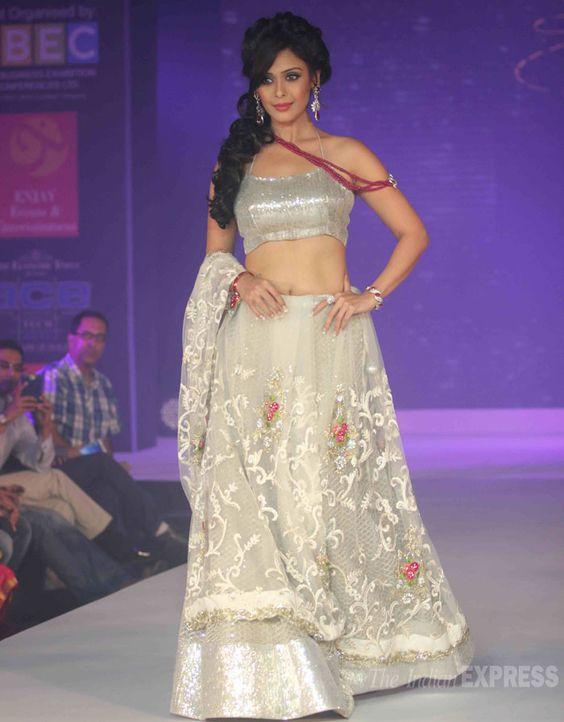 Hrishitaa Bhatt walked the ramp in a silver lehenga. #Bollywood #Style #Fashion