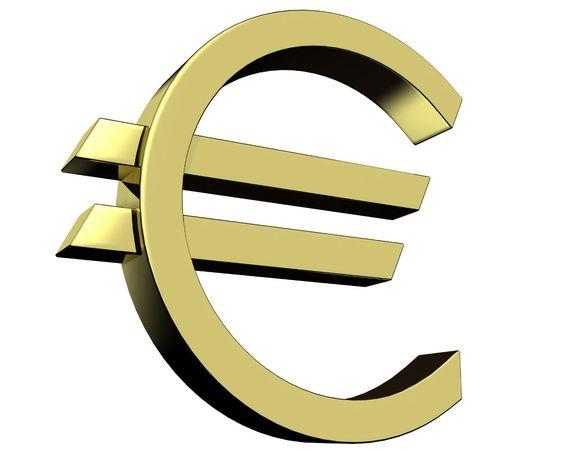 Der Euro wurde in Deutschland am 1. Januar 1999 als Buchgeld eingeführt und ist seit dem 1. Januar 2002 als Bargeld im Umlauf. Er wurde im Verhältnis 1:1,95583 DM umgetauscht.