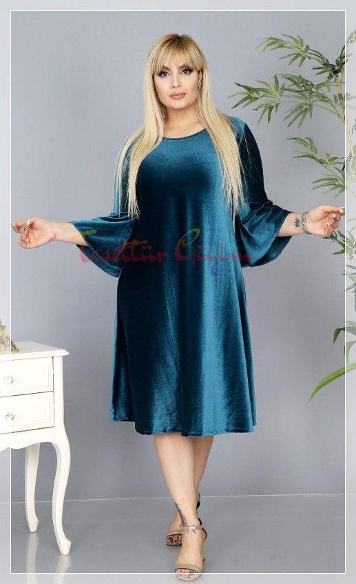 Kilolu Hanimlar Icin Kadife Elbise Modeli 2020 Elbise Elbise Modelleri Moda Stilleri