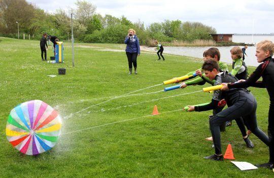 Ballons et fusils à eau disponibles en magasin.  www.camilleandco.be