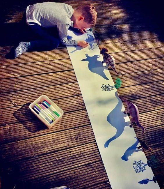 Trazar el reflejo de sombras es una actividad muy didáctica y entretenida para los niños