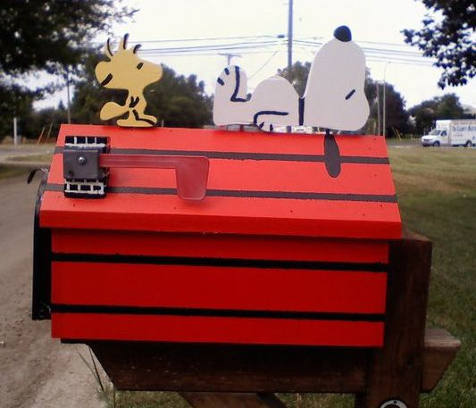 Snoopy & Woodstock Doghouse Mailbox