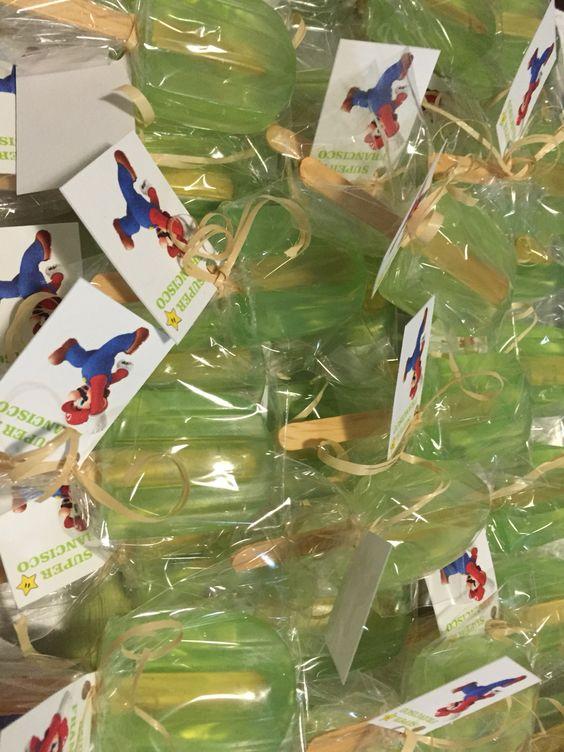 Sabonete em formato de picolé. Essência de maçã verde.