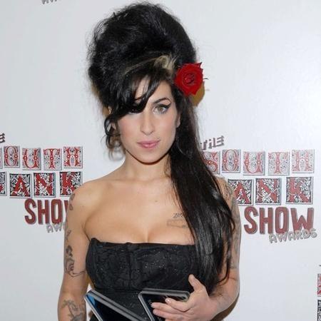 El moño alto de Amy Winehouse