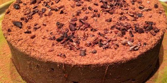 Torta crua de chocolate 100% com castanhas