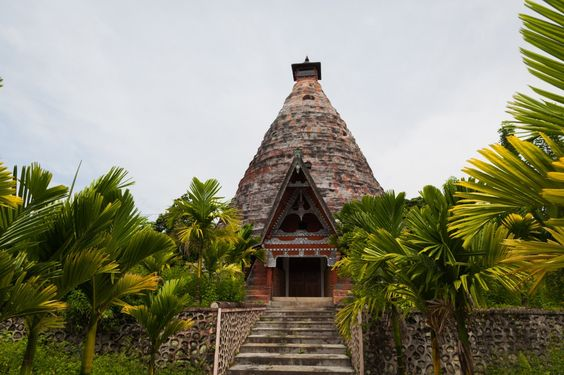 Tombeau Batak circulaire, Tuk-Tuk, Samosir, Lac Toba, Sumatra, Indonésie