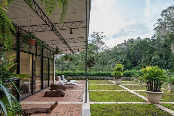 Casa Lota Macedo Soares (Casa Samambaia) - Petrópolis, RJ. 1951. Arquiteto Sérgio Bernardes / Premiada na 2ª Bienal Internacional de São Paulo.