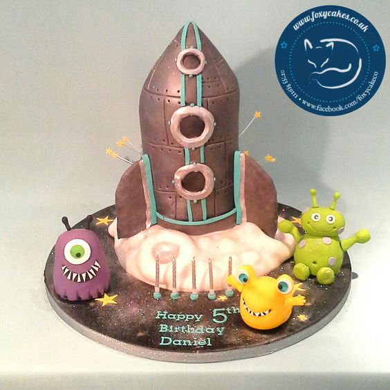 Rocket and Alien Cake, made by The Foxy Cake Company!
