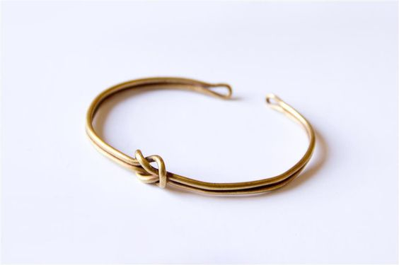 """Pulsera de oro-Pulsera de oro del brazo izquierdo, perteneciente a las """"joyas de la dama""""."""