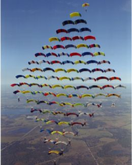 100 Skydivers Set the Record for Formation