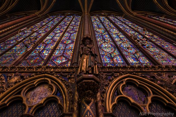 With the sun shining through the space was nothing but rich colors: one of our favorite spots! (Sainte-Chappelle)