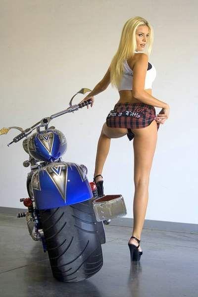 Moto & Sexy vs Custom & Chopper : une histoire de gros ... pneus arrières. - Custom - Moto & Sexy - Pneu - Caradisiac Moto - Caradisiac.com