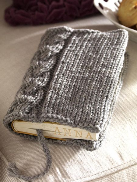 Cable knit book cover. PDF instructions available in German. Can't wait to try making this :)