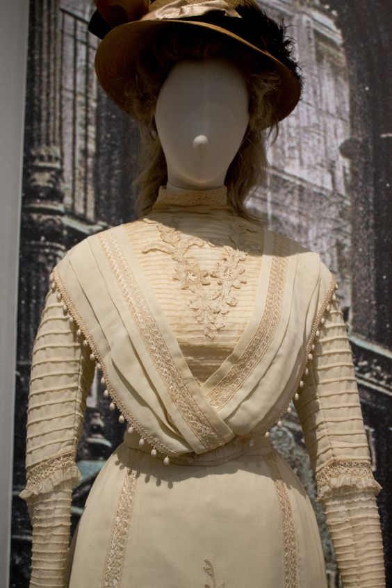Gemeentemuseum the Hague exhibition on 19th century fashion - Edwardian Dress bodice detail