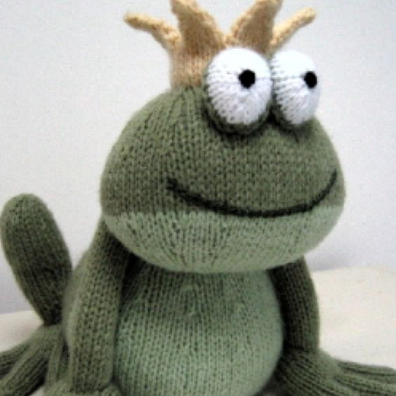 Knitted Frog Pattern : Toys, Knitting and Frogs on Pinterest