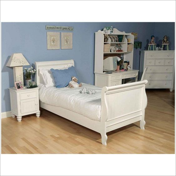 Summer Breeze Sleigh Bed in White By Legacy Classic 481-