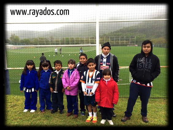 Los niños del CAM Sertoma Regiomontano presenciaron el entrenamiento de hoy lunes 10 de marzo en El Barrial.