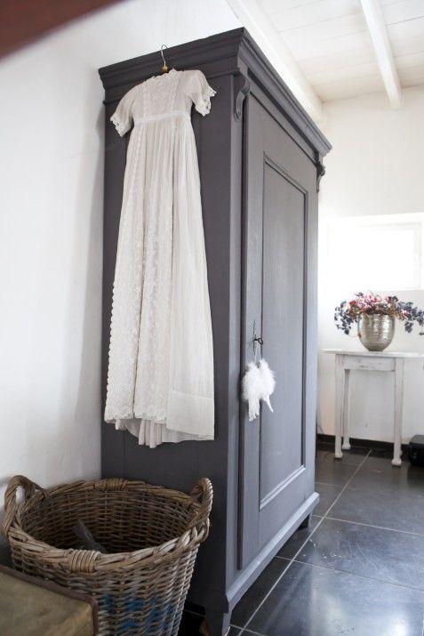 Relooking d 39 une vieille armoire en gris so sweet id es - Relooking armoire ...