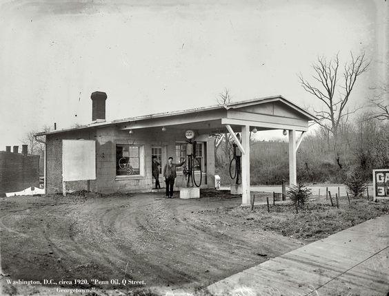 Visible Gas and Free Air - Q street Georgetown - Washington DC 1920
