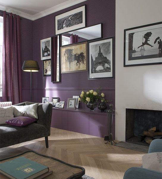 en toute legance sur un mur bicolore on prolonge la galerie de cadres pour renforcer l effet. Black Bedroom Furniture Sets. Home Design Ideas
