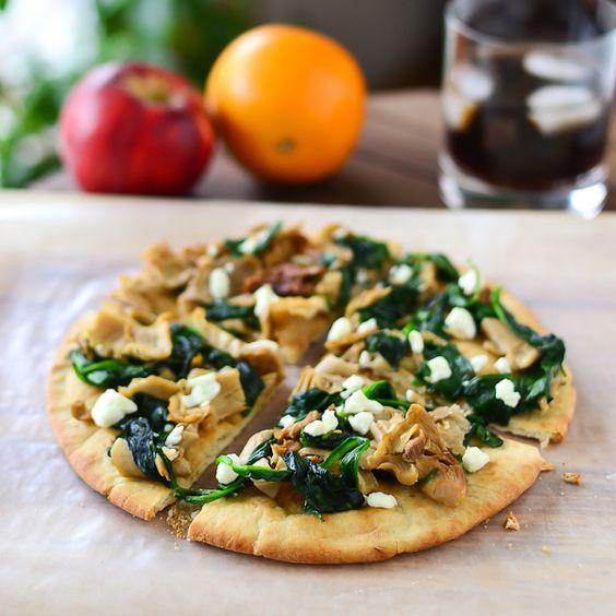 Spinach Mushroom Pita Pizzas [Just Putzing Around the Kitchen]