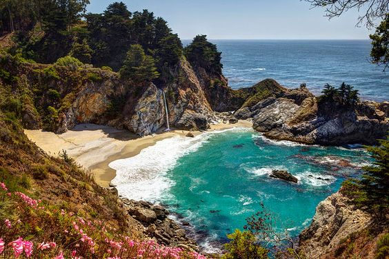 This day-by-day route along California's coast includes helpful travel maps and is flexible enough to start in San Diego, Los Angeles, or San Francisco.