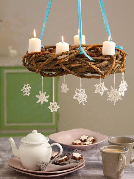 Weihnachtskranz basteln aus Leinen und rotem Band