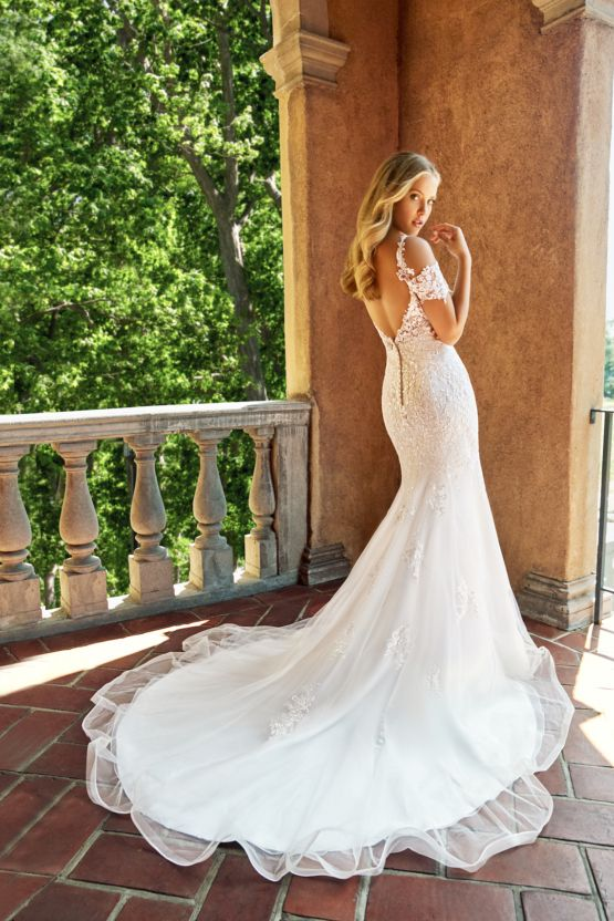 Take Our Wedding Dress Quiz And Find Your Perfect Wedding Dress Style Wedding Dress Quiz Wedding Dress Styles Short Wedding Dress