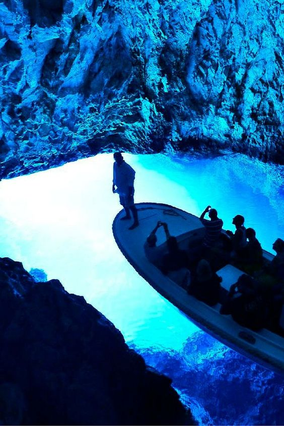 We bring you the answers to the most common questions about going on the ridiculously amazing Blue Cave tour departing from Split.