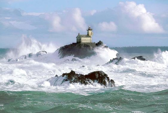 Lighthouses of Iroise.  Tevennec lighthouse in winter. mer échevelée de colère...