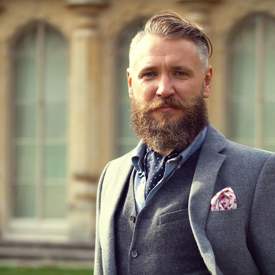 Good Morning Chaps. Are you adorning your finest neckwear on this Cravat Friday?