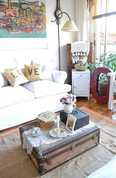 classic, cozy living room love.