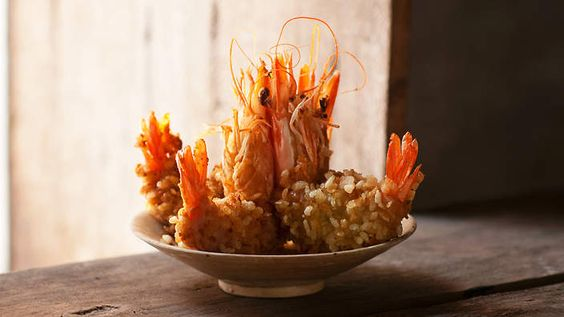 Prawns fried in young green rice flakes (tom chien com)