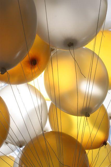 Helium-Ballons - Gold und Weiß, goldene Sommerhochzeit im Riessersee Hotel…