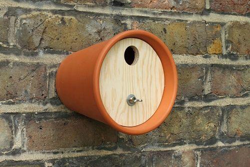 des nichoirs pas comme les autres oiseaux et pots. Black Bedroom Furniture Sets. Home Design Ideas