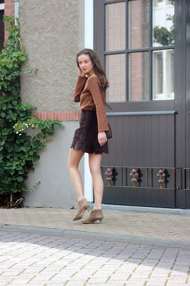 Annemiek . - Zara - Brown and suede.