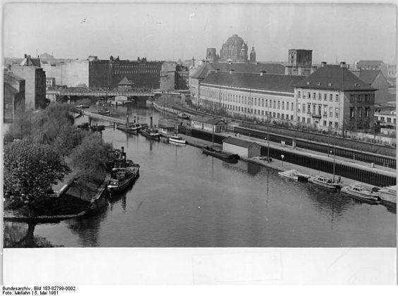 Berlin, Mühlendamm, Staatliche MÜnze; 05.05.1961 Berlin: Blick auf die Berliner Münze (rechts) und die Mühlendammschleuse (Bildmitte)