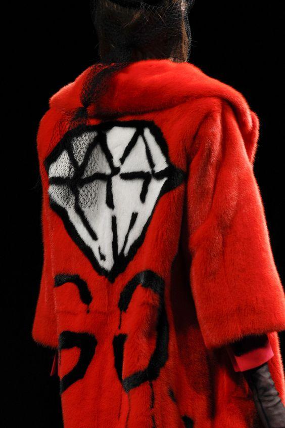 Gucci Fall 2016 Ready-to-Wear Fashion Show Details: