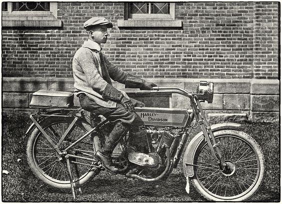 Harley Davidson: Harley-Davidson 1913 Model 9-E V-Twin