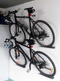 Du möchtest dein Fahrrad nicht immer im Weg stehen haben? Dann bau dir eine Fahrrad-Halterung!