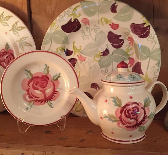 Mary MacCarthy Rose Dollies Plate and Dollies Teapot